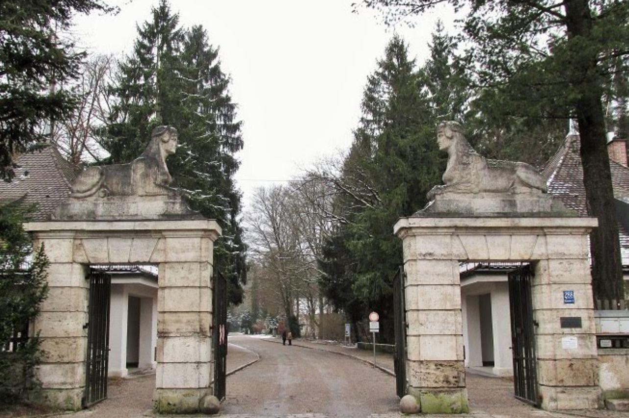Vstupná brána cintorínu Waldfriedhof